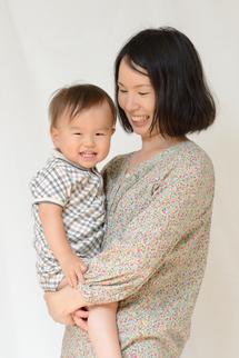 凜太郎君ママに抱かれて