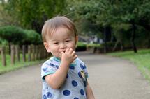 凜太郎君公園の道で