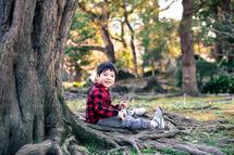 優吾君、日比谷公園大木の横。