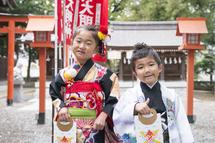 松井姉弟七五三草加神社裏、千歳飴横位置